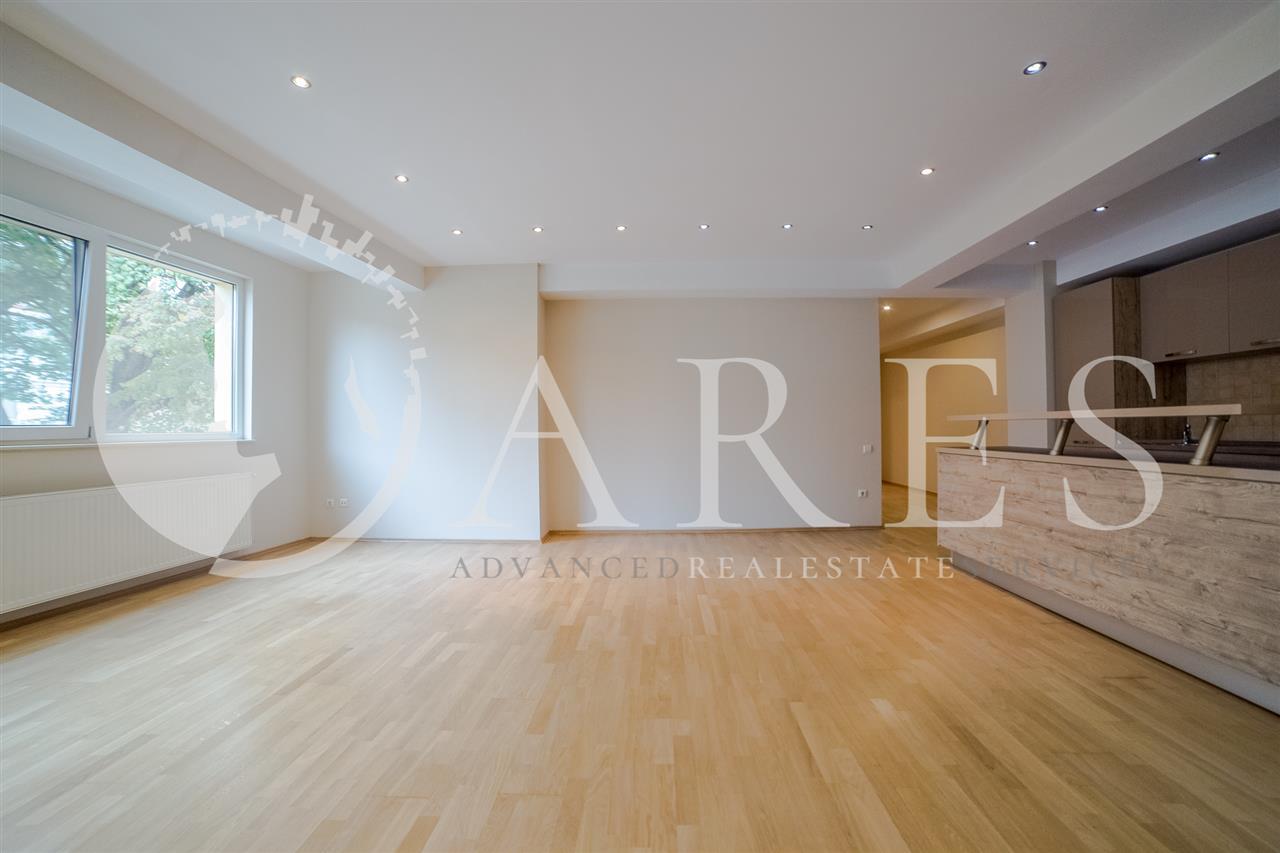 Apartament 3 Camere 120 MP + Loc Parcare Nemobilat  Romana